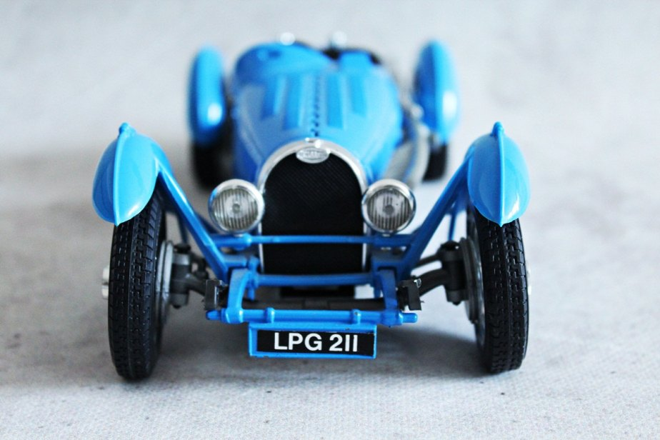 Vintage Burago model car, Bugatti 1934, scale 1:18, made in Italy, blue collectible car, detailed model car, metal de MagicVintageShop