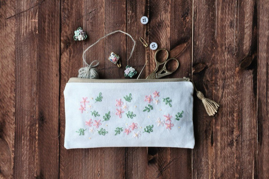 Hand-embroidered Floral Pouch. Cosmetic Make up Zipped Bag. Coin Wallet. Pencil case. Crochet Project Purse. Document passport holder de vitavihandmade