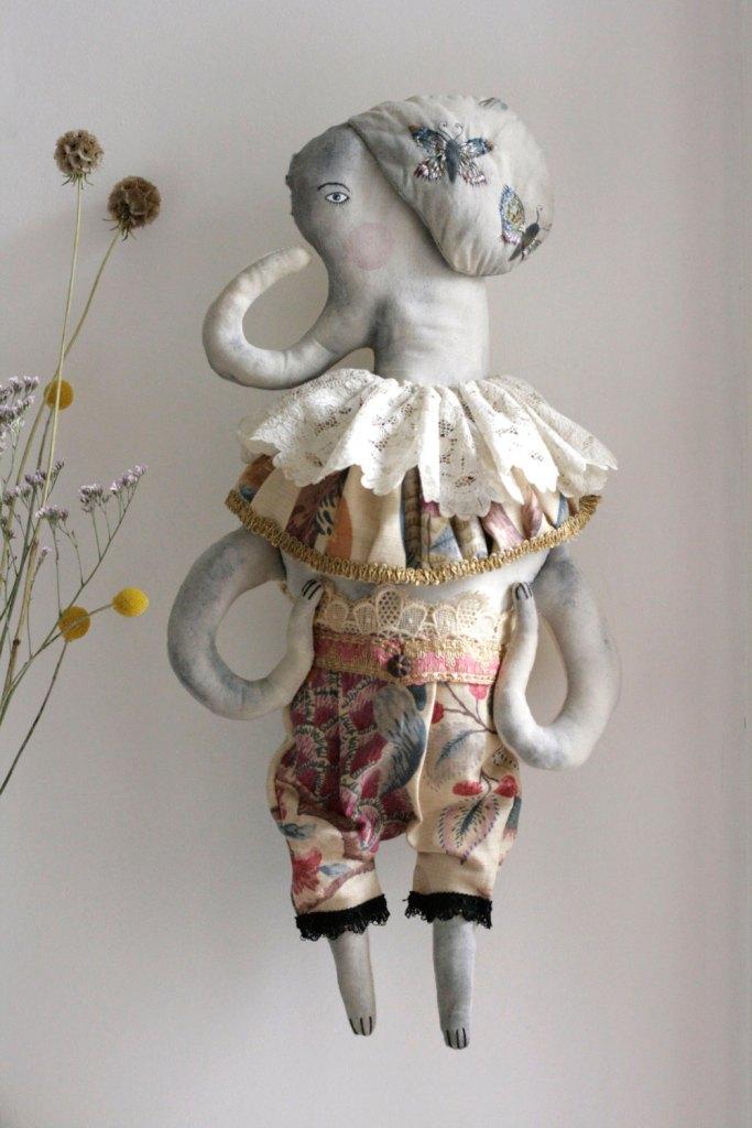 Earline E.Frankeleyn - ooak textile elephant art doll soft sculpture wall hanging de pantovola