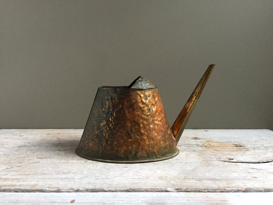 Vintage Copper Watering Can with Brass Spout, Hammered Copper de HoneyBeeHillVintage