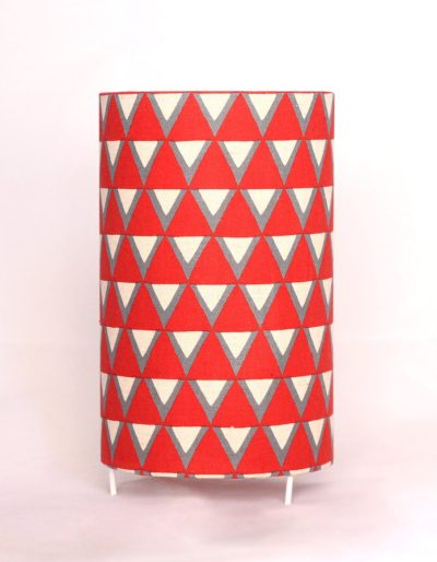 Table lamp_ red & white triangles_ 20cm tall x 12cm diameter de LuzdePapel