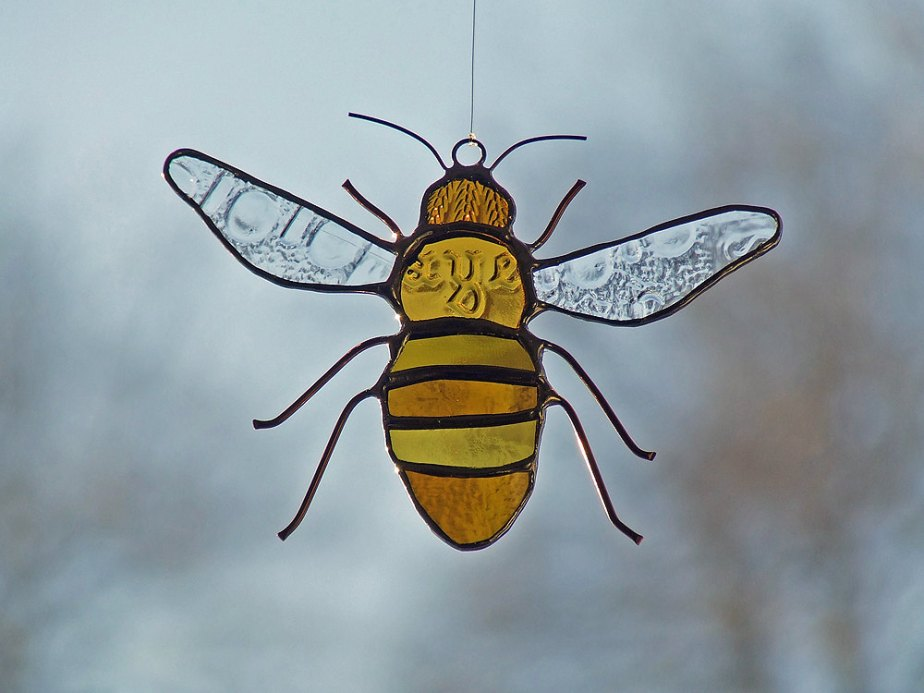 Reclaimed Glass Honeybee, Unique Wedding Gift de westernartglass