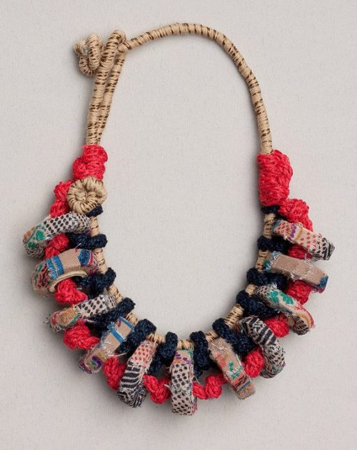 Fiber art chunky necklace in blue red and beige Statement necklace, OOAK chunky jewelry knitted with bamboo and textile beads de rRradionica