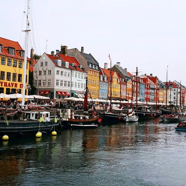 Canale Nyhavn con le sue case colorate