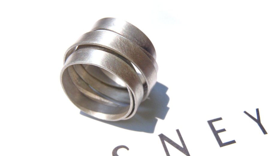 Endless minimal ring in brushed sterling made in your size, a unisex design! de dikua