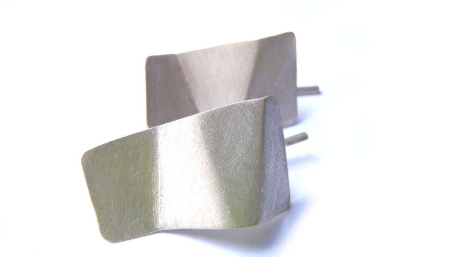 Medium hooked origami earrings, minimal faceted in sterling matte de dikua