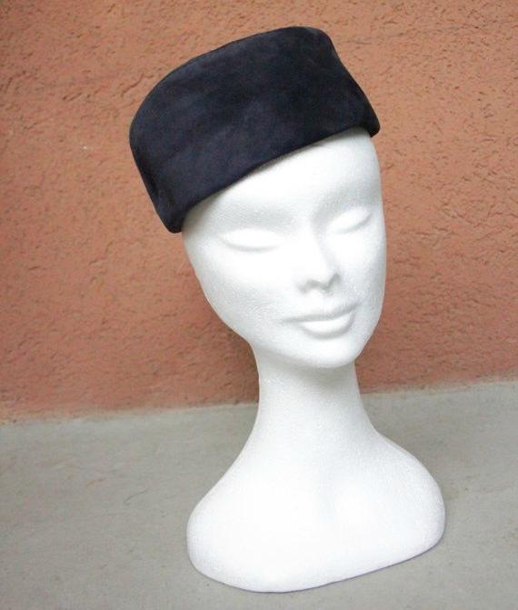 25% Off 1950's Leather Pillbox Hat - Mode Hubmann Zurich 1950's Blue Fascinator Leather Hat de bazvintage