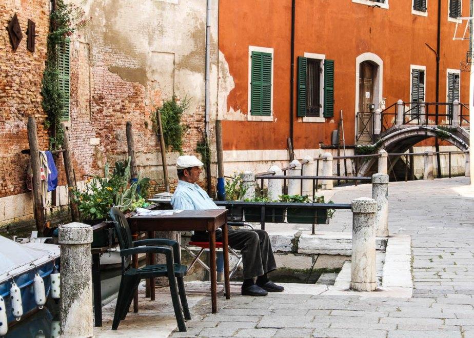 Travel photography / A deserved break. // wall art / Venice / terracotta de emmarts