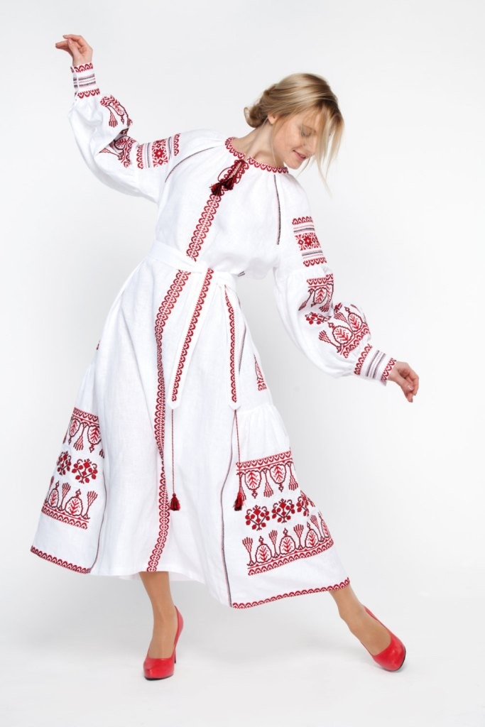 Embroidered Long Boho Dress white for women. Ukrainian Vyshyvanka. Red embroidery on Boho style. Best girls wedding dresses. de FolkArtHeritage