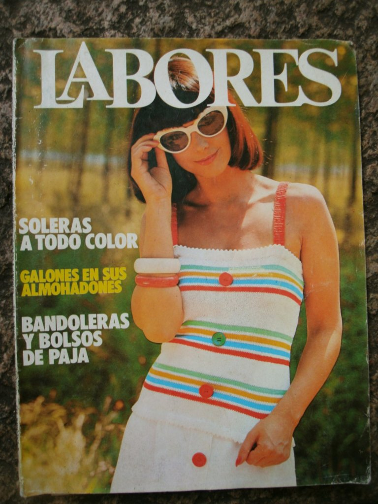 Vintage magazine. Revista Labores. Argentina. Collectible. Vintage paper. Sewing. Embroidery. Vintage patterns.1970s.Vintage fashion. Moda. de OldPaperPerfume