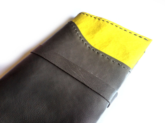 Leather moleskine cover in gray and yellow, Leather journal cover de RetroBottegaShop