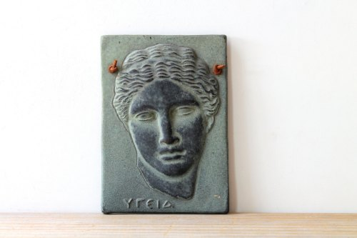Greek Roman Hygieia female head vintage wall tile plaque / goddess of health hygiene / Athens museum replica / classical Mediterranean style de WhiteDogVintage