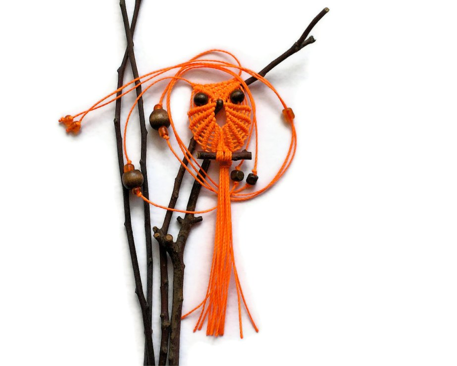 Neon Orange Owl, Macrame Owl, Owl Necklace, Hippie Necklace, Adjustable Necklace, Pretty Long Necklace, Owl Jewelry, Pendant Necklace de macraMe