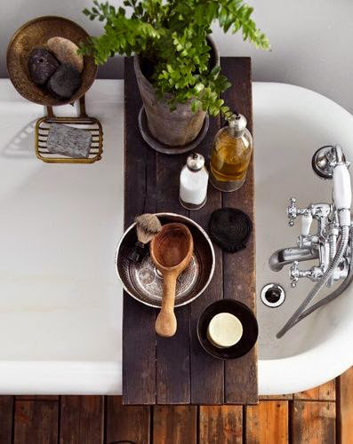 Bathtub Tray for Reading wood Caddy platter tray made of Salvaged Wood Spa Natural and Organic ... de RusticPelican