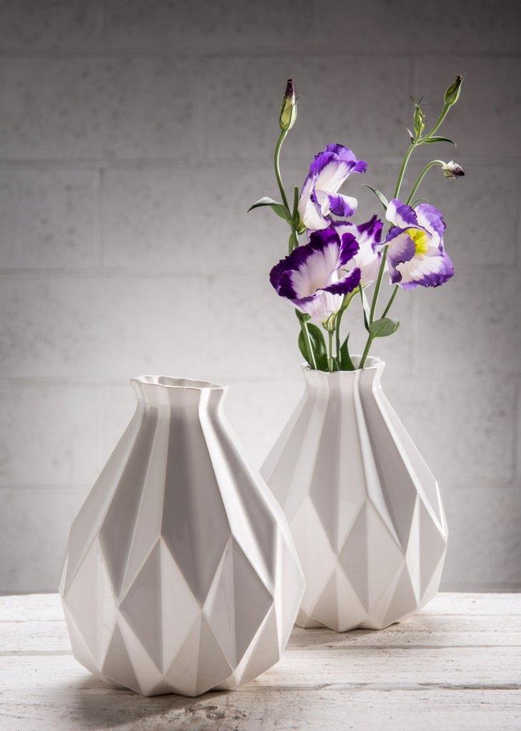 Geometric vase, White ceramic vase, Origami inspired Rosh HaShanah Gift idea, Mothers Day Gift, flower vase, Modern home decor vase de StudioArmadillo