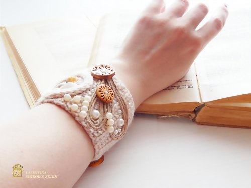 Crochet wrap Bracelet Simple, beautiful and lightweight . Bracelet Seashells. Free shipping. de MyKnittedAccessories