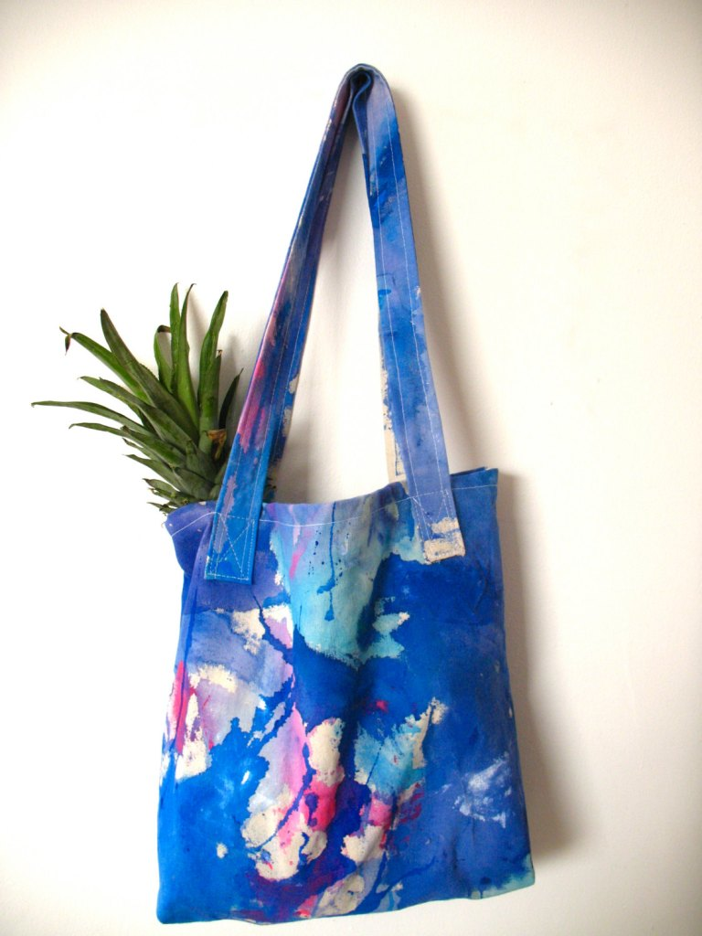 Cotton canvas tote bag -acrylic painted- in blue shades de Vebo