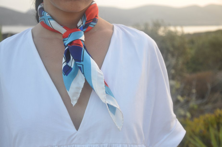 Silk bandana, silk scarf Neckerchief foulard made in Italy white blue graphic designer scarf, summer scarf, colourful bandana, square silk de JoyceandNim