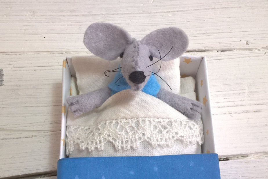 Nursery decor kids gift small felt mouse in matchbox miniature plush stocking stuffers light blue Christmas teen gift white de atelierpompadour