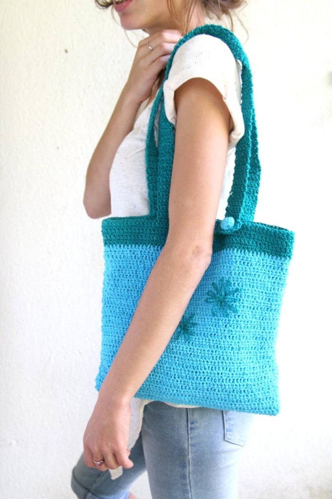 FreshFlowers --- light blue & blue-green. Cotton. Tote-needlework flowers-just the right size-accessories-gift for you-under 40 USD de AnnaLela