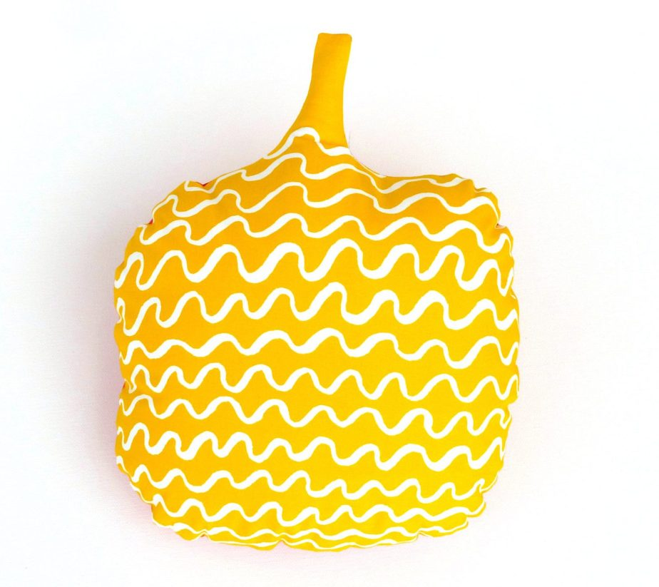 Halloween Pumpkin Pillow / Cushion Cover in Yellow and White. Decorative Geometric Scandinavian Gourd Pillow Cover. Halloween Pumpkin Fun. de OnHighat5